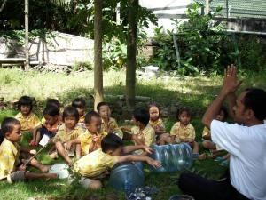 Kegiatan belajar di PAUD dan TK Bunga Bangsa Ceria Imogiri, Senin (22/6)